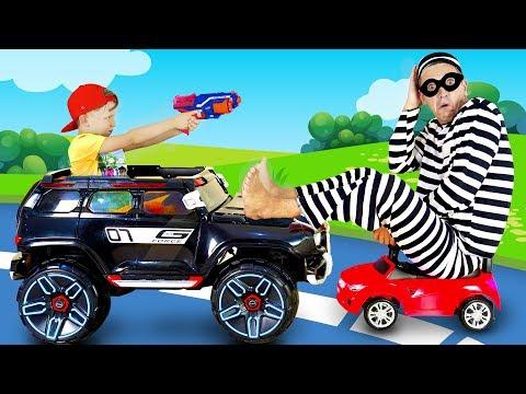 видео: Полицейский Сеня и Воришка Папа Играют в Детские Профессии