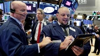 US stocks weaken over Trump's latest tariff threat