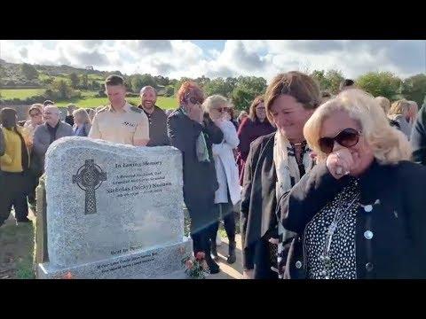 """""""Toc toc"""": il morto bussa sulla bara durante il funerale"""