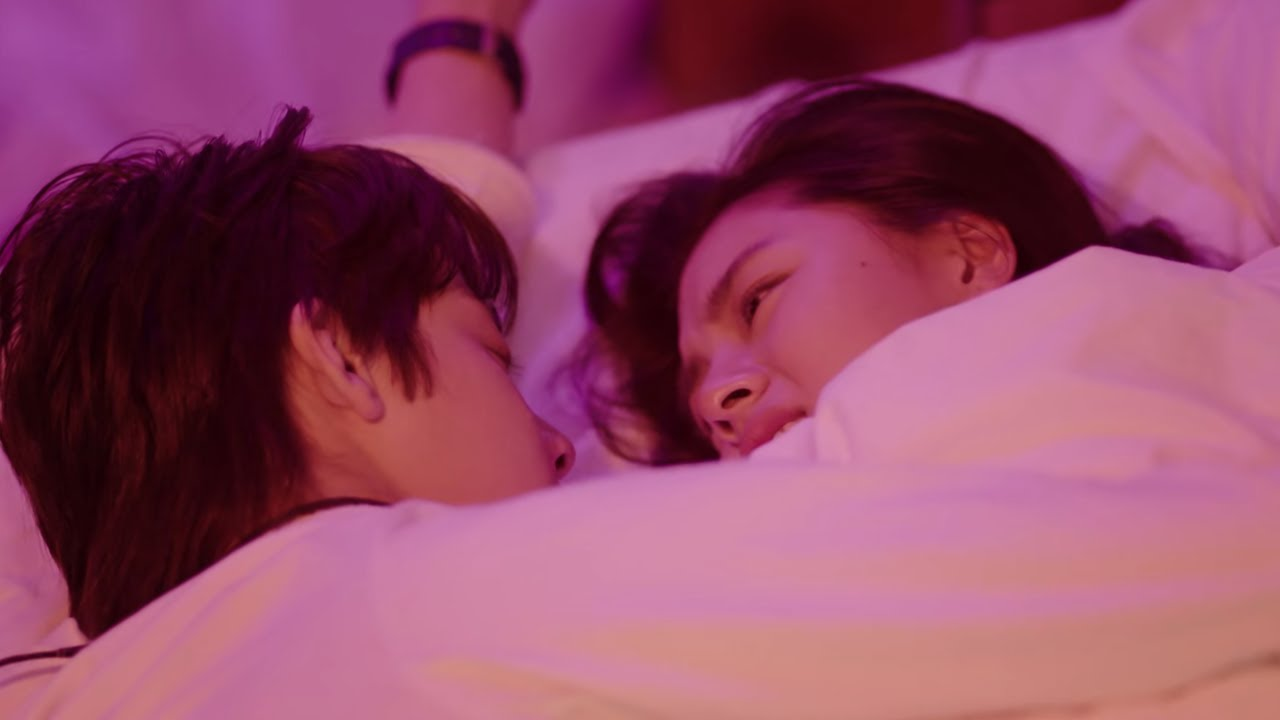 Download Sweet First Love 甜了青梅配竹马 ENGSUB: Hot Scene! They sleep together for the first night after the kiss!