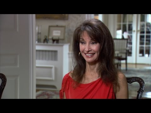 Susan Lucci Hears from Her Grandmother | Long Island Medium