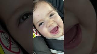 Lulu dando gargalhada bebê sorrindo Baby laughing. Em bé dễ thương em bé đang cười chú mèo dễ thương