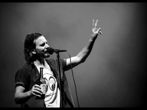 LONG ROAD (TRADUCCIÓN) - Pearl Jam - LETRAS COM