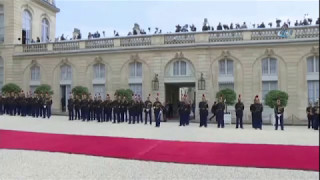 Fransa'nın Çiçeği Burnunda Cumhurbaşkanı Görevi Devraldı