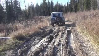 УАЗ 469 в тайге. Где UAZ 469 едет - Нива буксует, а УАЗ Патриот гнет двери и днища.