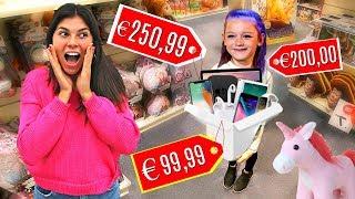 Wij gaan alles kopen wat 8 jarige Ella kan dragen! Wat zou jij als eerste kiezen als wij alles kopen wat jij kan dragen? ❤️ ○ Bedankt voor het kijken naar deze ...