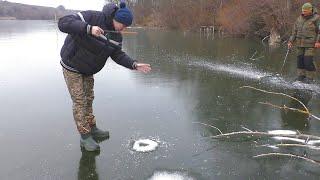 Первый лед Зимняя рыбалка окуни на балду и удочки с мормышкой Кот на рыбалке My fishing