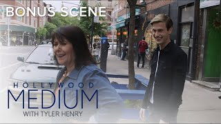 Tyler Henry and His Mom Struggle Hailing a Cab in NYC | Hollywood Medium with Tyler Henry | E! thumbnail