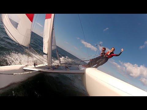 Ostwindfliegen auf dem Katamaran