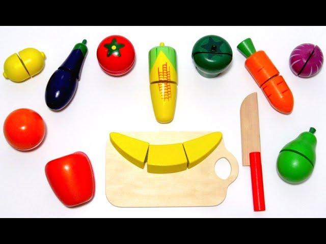 Играем и учим фрукты и овощи на липучках на английском языке, готовим их на детской плите.