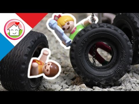 Playmobil en français Sur le terrain de jeu - La famille Hauser