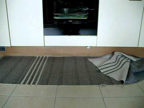 katze versteckt sich unter backofen youtube. Black Bedroom Furniture Sets. Home Design Ideas