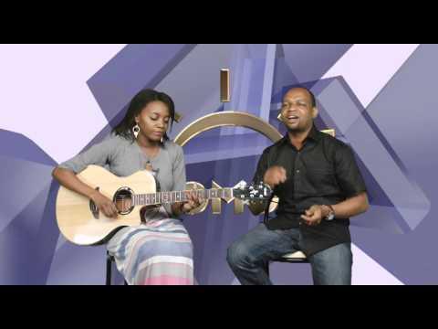 John lisu na Mkewe Nelly kwenye Studio za Chomoza ya Clouds TV.