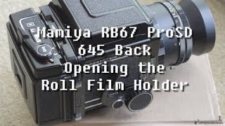 Mamiya RB67 ProSD (Removing and attaching the Roll Film Holder)