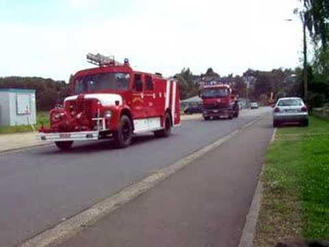 Défilé de camions de pompiers
