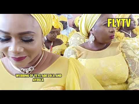 Royal wedding Princess Adesola ogunwusi ,Ayoola Shoremekun Cutting Their Wedding  Cake.