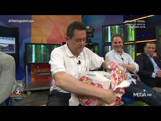Cristóbal Soria le REGALA a Roncero un kit para ver la FINAL DE COPA desde casa