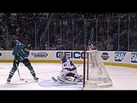 San Jose Sharks Tomas Hertl scores amazing goal between his legs