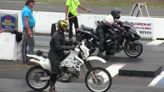The difference between Dirt bike and Street bike -acceleration,speed,drag race thumbnail