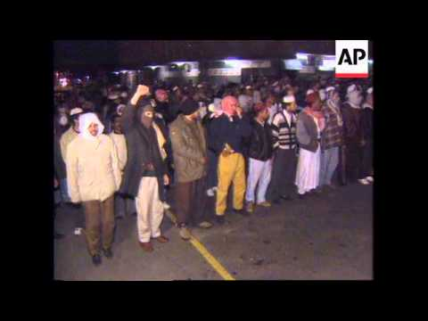 SOUTH AFRICA: CAPE TOWN: VIOLENCE BETWEEN VIGILANTES AND DRUG GANGS