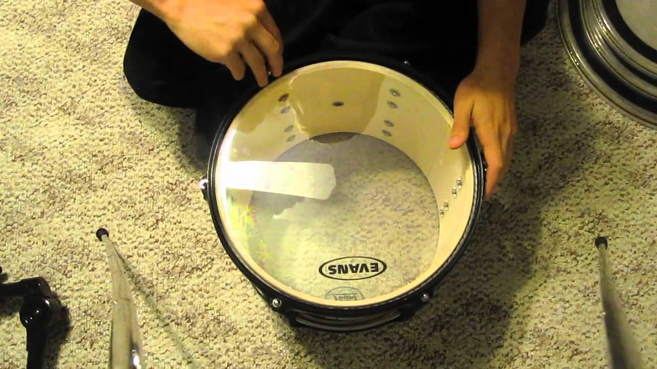how to replace tune drum heads youtube. Black Bedroom Furniture Sets. Home Design Ideas