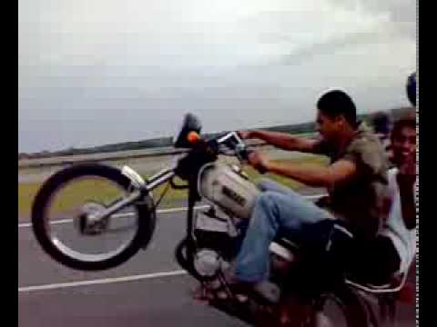 YouTube - my frnd hemants wheelie on rx 100 on delhi agra highway
