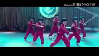 Những bước nhảy kungfu của nhóm Long Quyền Tiểu Tử