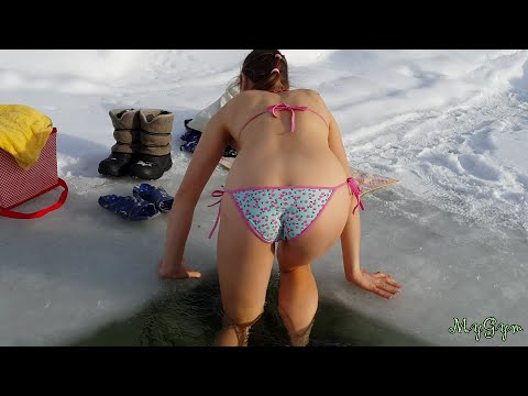 Bikini Winter Swimming Купание в проруби