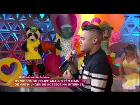 Felipe Araújo canta seus sucessos no Programa da Sabrina