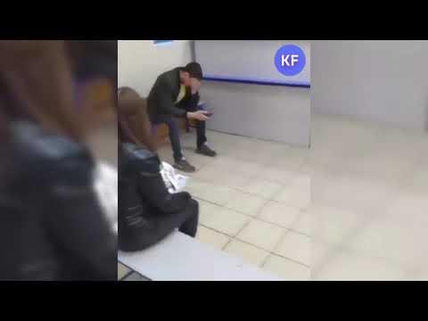 """Сотрудница """"Почты России"""" набирает """"пустые"""" талоны в очередь"""