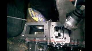видео Двухрычажная раздаточная коробка УАЗ, устройство, схема работы