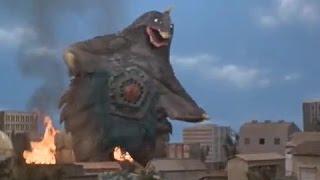ウルトラシリーズに何度も登場する怪獣のベムスターは、胃袋に直接繋がっているお腹の五角形の口(噴門?)を開いて獲物を丸呑みにする.