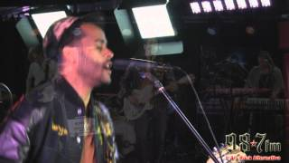 Twin Shadow-Five Seconds LIVE at 987FM