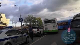 Автомобиль на отбойнике и ДТП в Зеленограде 19.08.2019