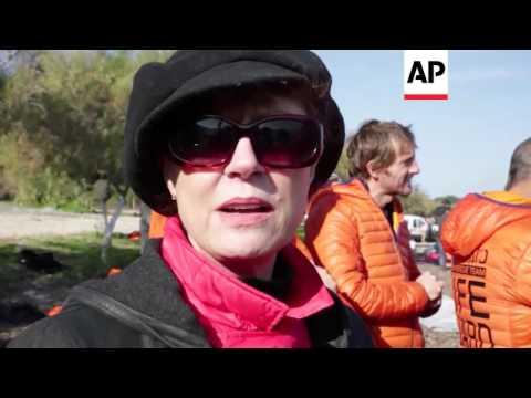 Greece - Susan Sarandon visits migrants | Editor's Pick | 18 Dec 15