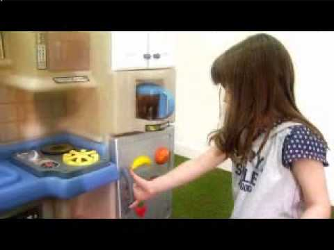 Toys R Us - Little Tikes Inside Outside Kitchen