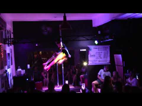 studio arte em movimento- pole dance