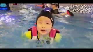 퍼니테일 유아 구명조끼와 함께하는 워터파크 영상
