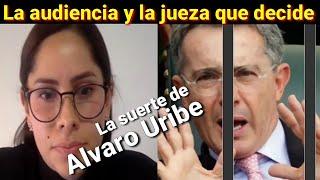 La audiencia y la Juez del caso Álvaro Uribe Vélez
