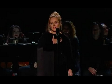 ADELE MESSES UP LIVE GRAMMY'S 2017 DEMANDS A RESTART