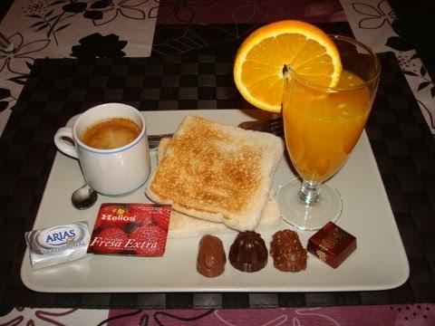 Montaje de mesa para un desayuno americano doovi for Mesa desayuno