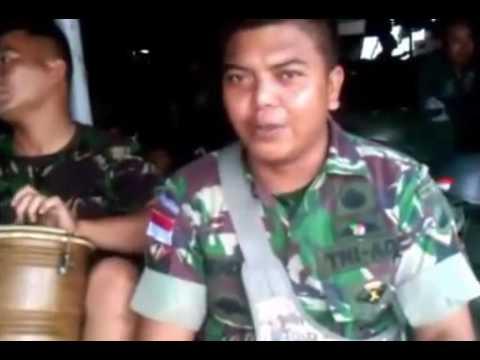 TNI Menyanyikan Lagu Jawa..LUCU Bikin Ngakak...!!!