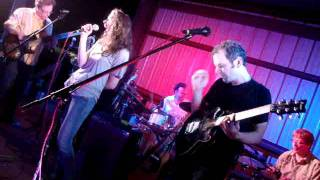 """Edie Brickell and New Bohemians """"air of december"""""""
