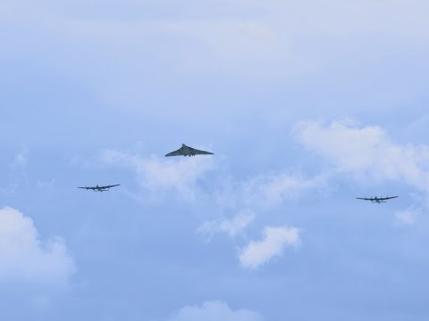 Avro 3 Sisters Day Vulcan XH558 & 2 Lancasters, City of Lincoln (Thumper mk3) & VeRA