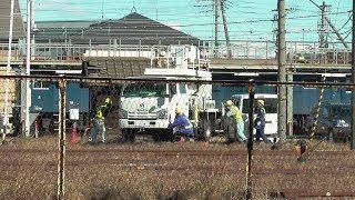 軌陸車(きりくしゃ)・・・鉄道の保線や架線工事用車両で軌道と道路のどちらも走行できる。JR貨物 高崎機関区 2019年11月 撮影