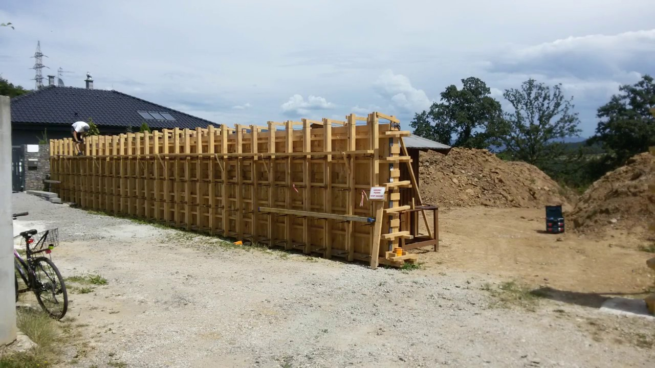 Timber formwork - Reinforced concrete wall
