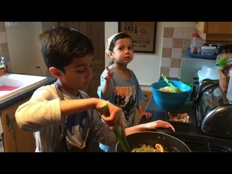 Lawak Giler Adik Fatimah Dari UK Masak Sambil Cakap Loghat Kelantan Dengan Abang Dan Ayahnya!