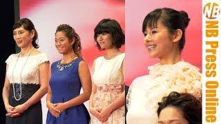 第30回東京国際映画祭レッドカーペットより、 秋野暢子、小西真奈美 登...
