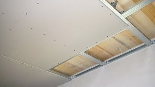 видео Как клеить гипсокартон на стену?  На какой клей клеить гипсокартон?