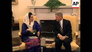 USA: PAKISTAN'S BENAZIR BHUTTO MEETS PRESIDENT BILL CLINTON